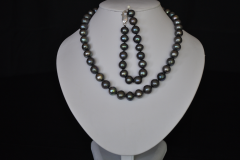 black-pearl-necklace-set.png