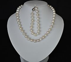 white-pearl-necklace-set.jpg