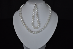 white-pearl-necklace-set.png